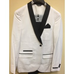 WHITE SHAWL Tuxedo